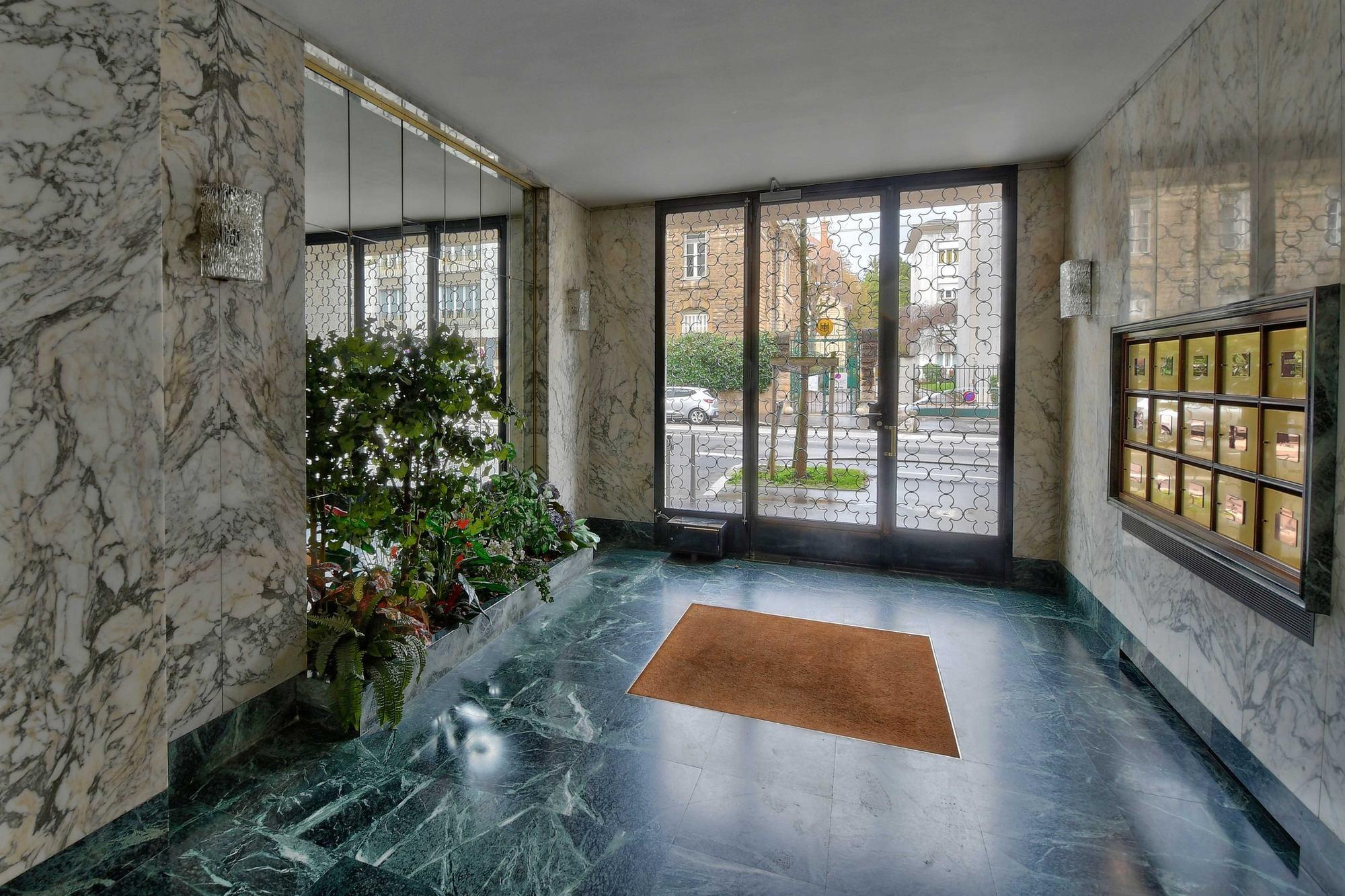 PHOTOS immobilier Appartement hall d'entrée en marbre Lyon 69006 Boulevard des Belges