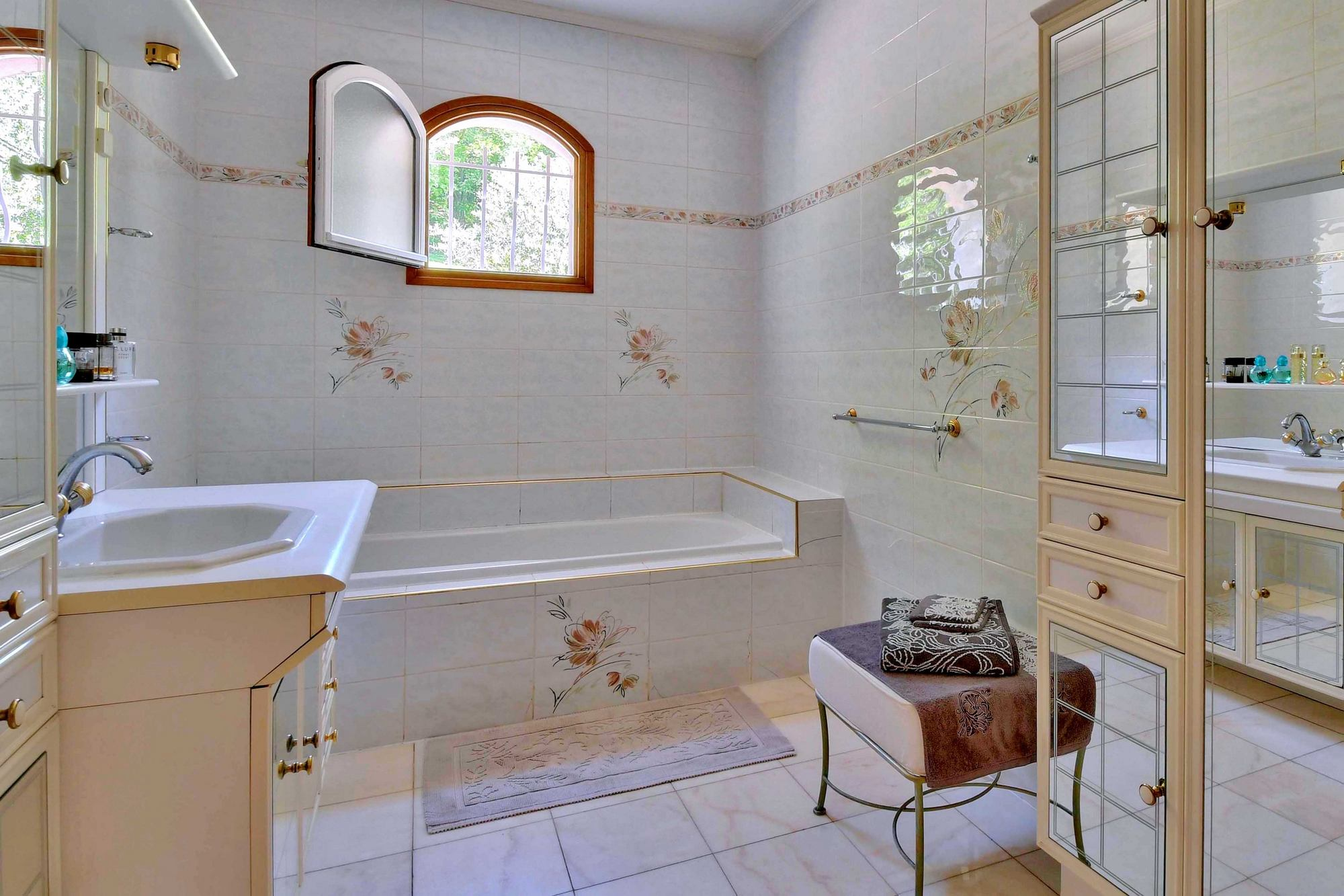 Salle de bain d'une maison à Couzon au Mont d'Or 69270 chambre Montée Georges Lyvet