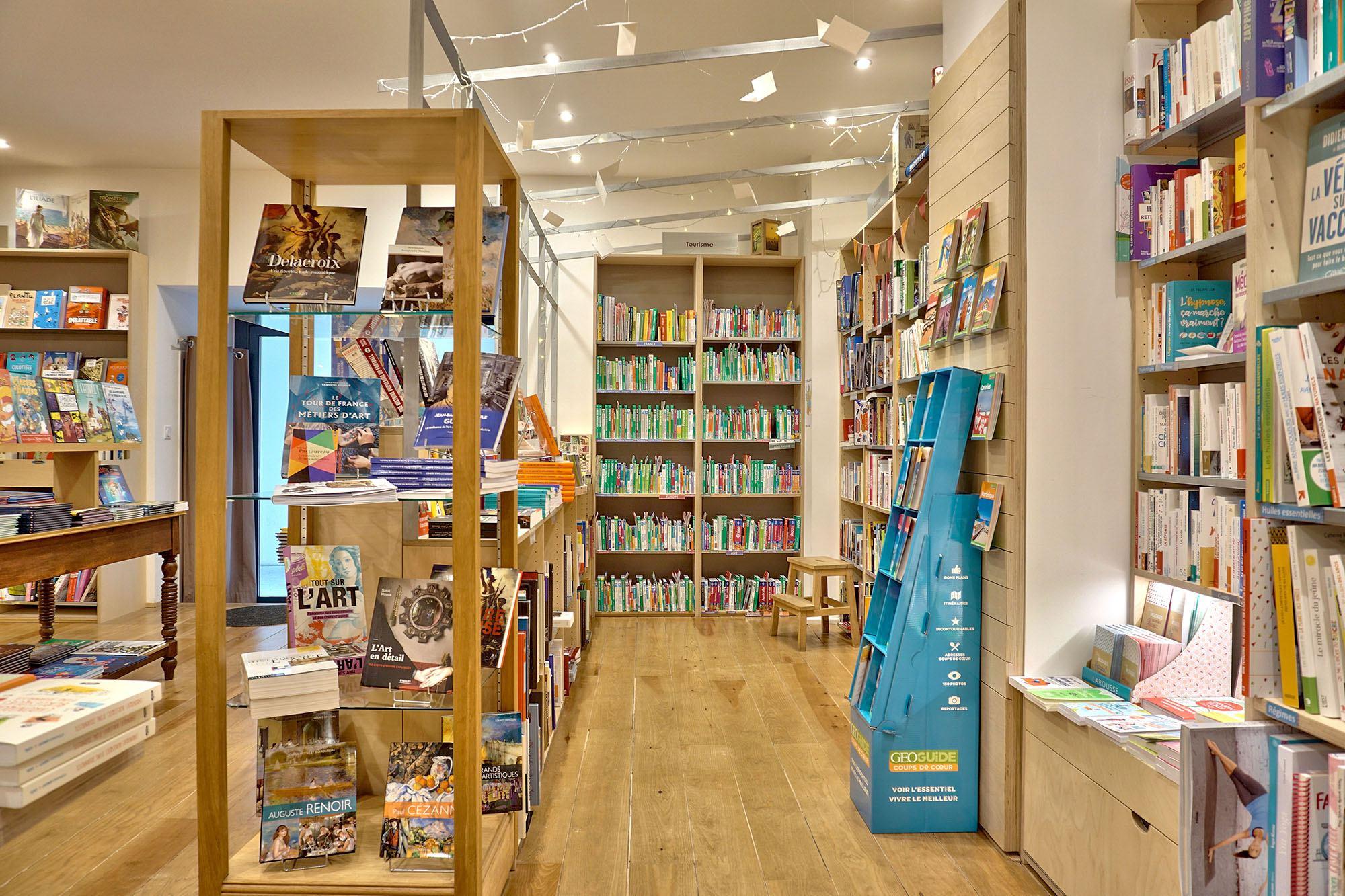 Rayon tourisme librairie La maison jaune