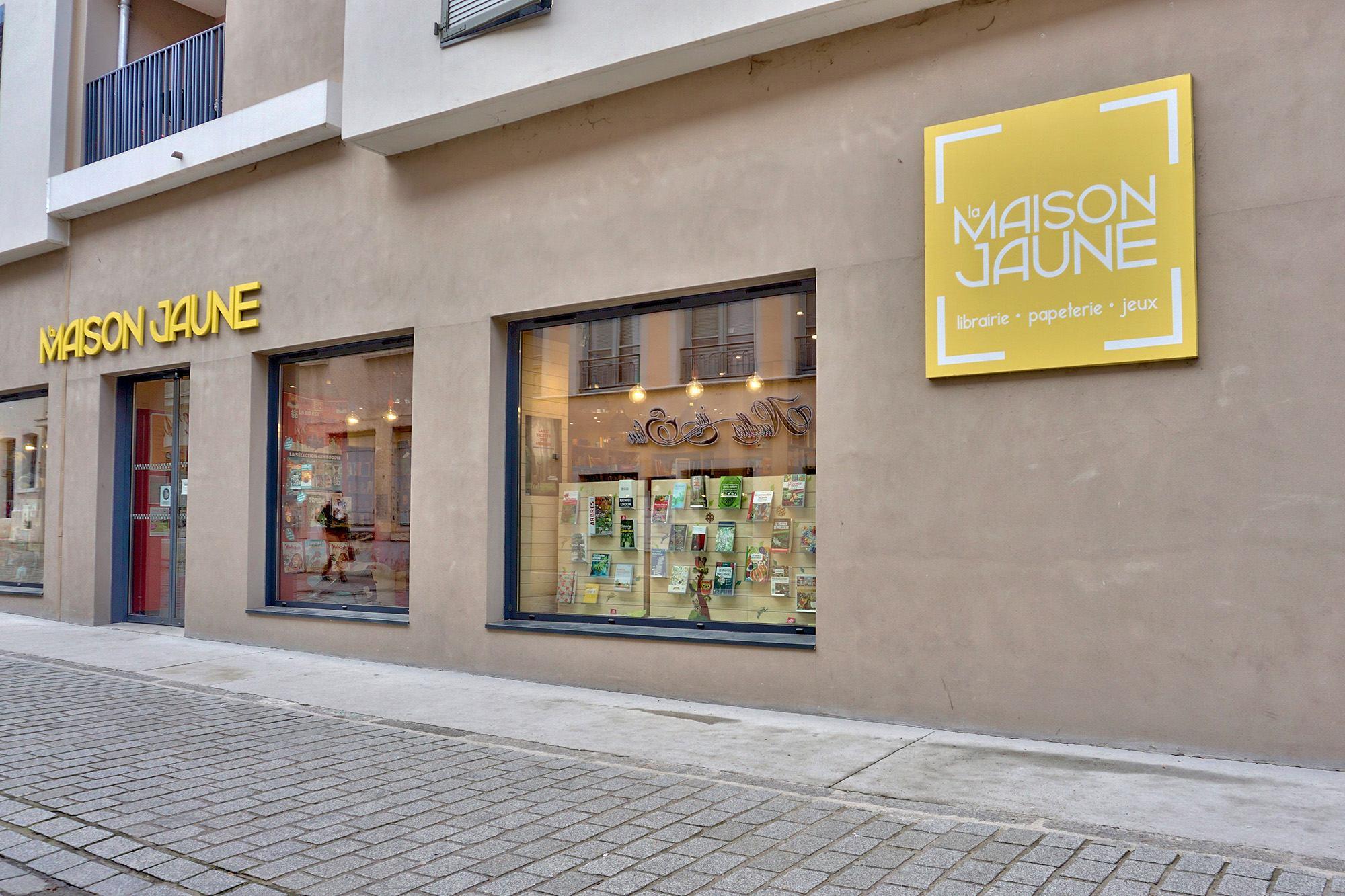 facade librairie La maison jaune à Neuville sur Saône 69250 Rhône