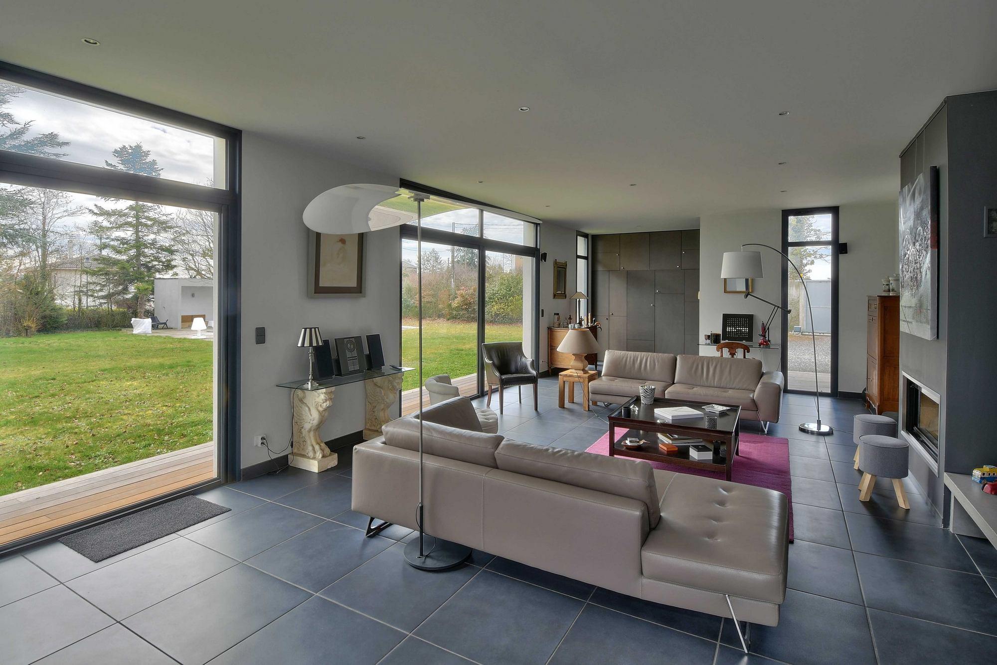 Photos du salon pour la vente d'une maison d'architecte à Dommartin 69380
