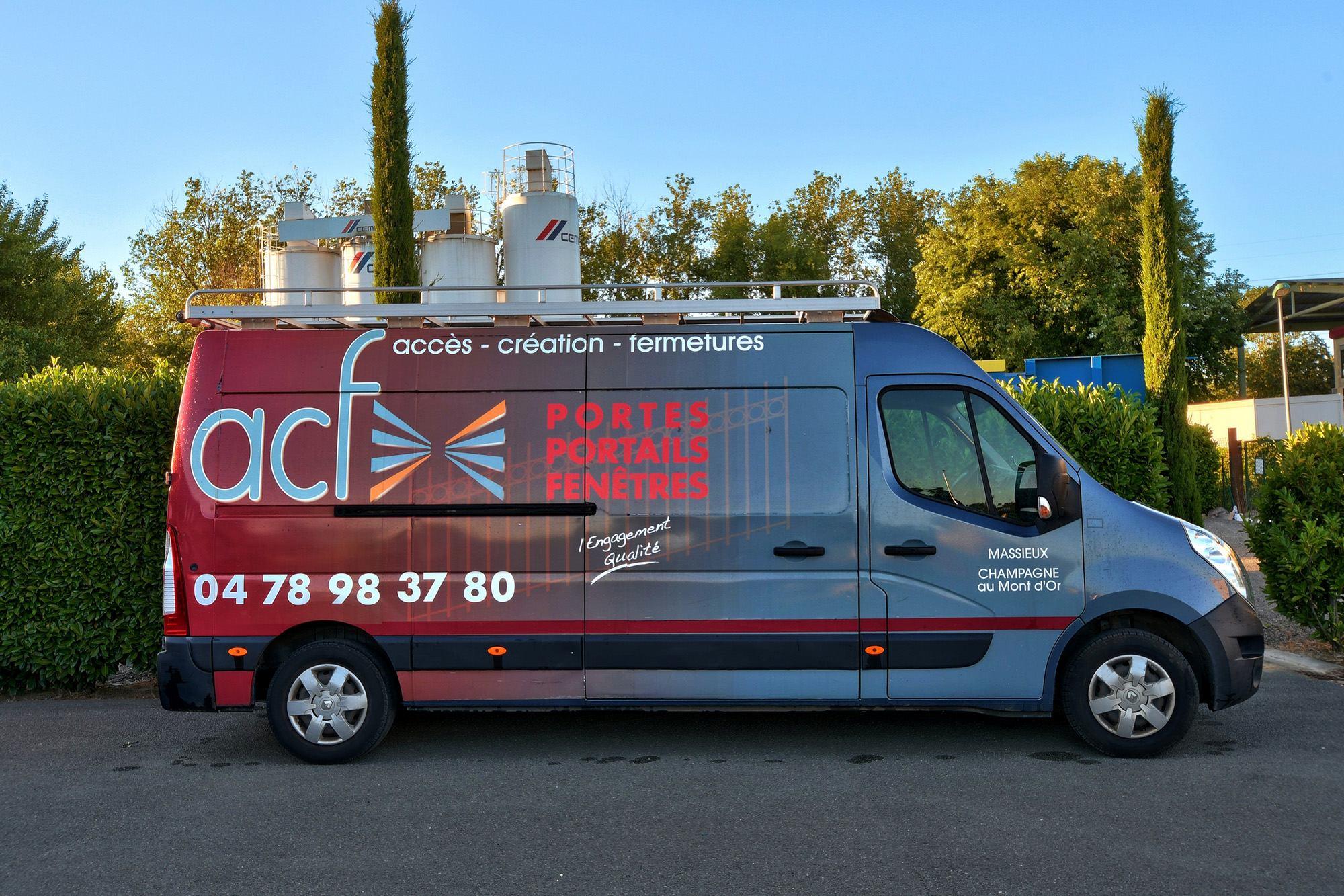 photo véhicule ACF Massieux : pose et vente de portes fenêtres portails